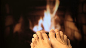 naked-legs-are-heated-by-a-fireplace_s8lmgfvux_thumbnail-full01[1]
